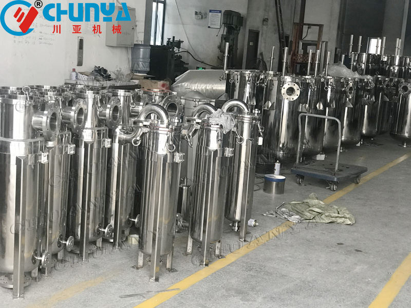 What are the characteristics of bag filter housing?